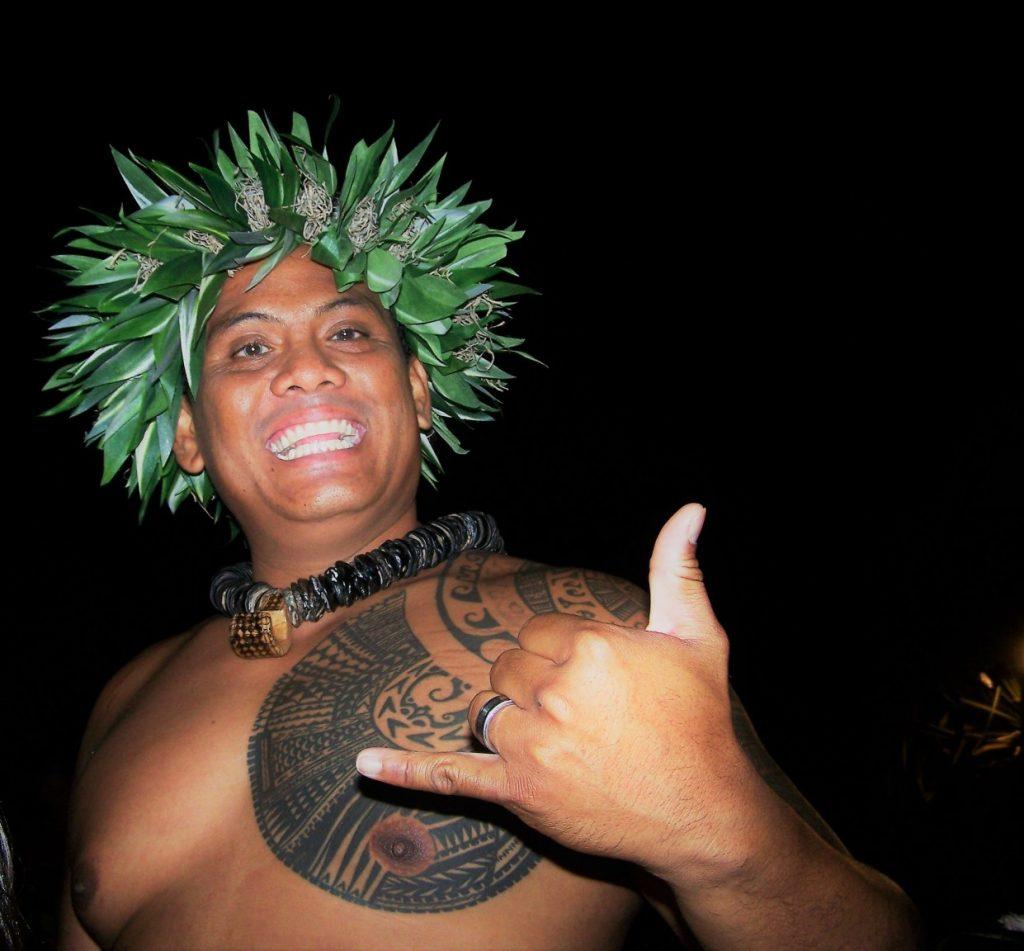 corona de flores hawaiana